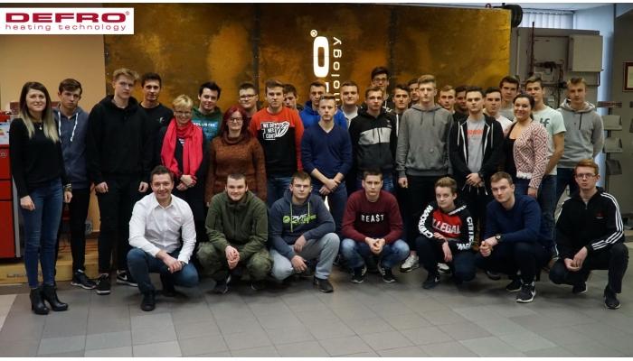 Wizyta uczniów w DEFRO